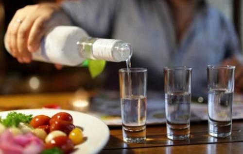 Сонник чужой мужчина предлагает пить водку